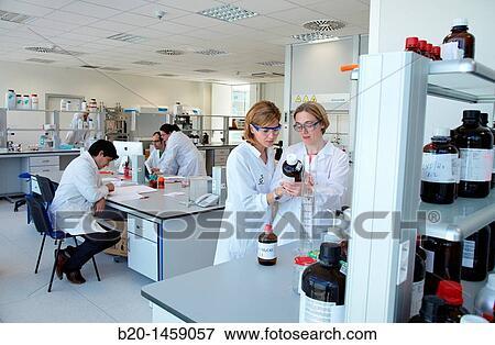 Preparing solution samples for column chromatography