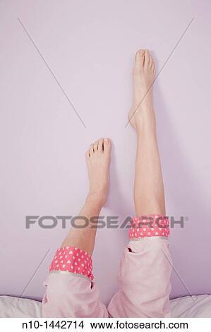 preteen legs 123RF.com