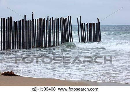 San Ysidro California A Fence At S Border Field State Park Separates The United Stateexico On Beach Pacific Ocean