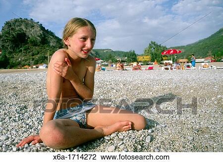 Junges Girl von reifen Kerlen gebumst
