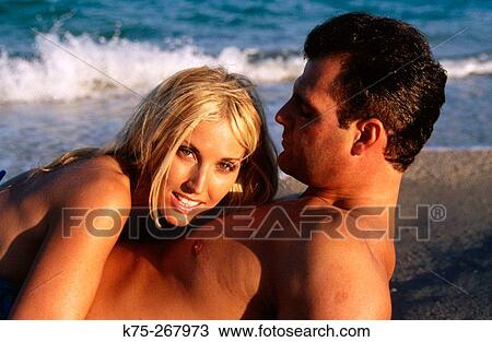 Couple Sexy Plage stock photo of sexy couple on beach k75-267973 - search stock images