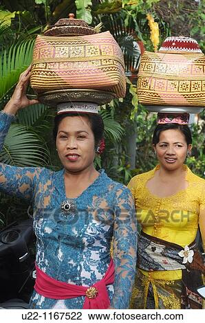 Ubud Bali Indonesia Women In Traditional Dress Carrying A Basket With Offerings On Their Heads Going To A Ceremony In A Hindu Temple Stock Image