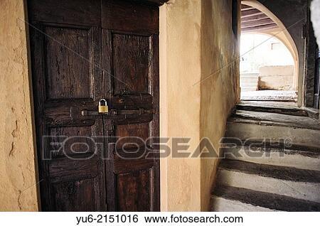 Vieux Escalier A Ancien Bois Porte Les Village De Orta Lac Orta Piemont Italie Banque De Photographies