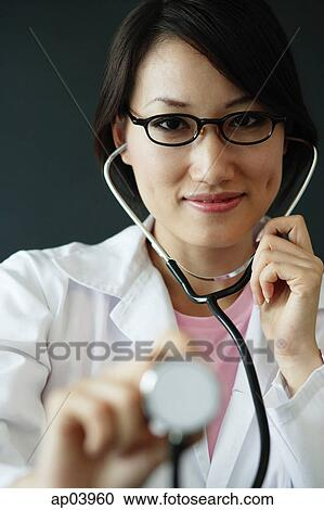 95df8fad1abf9 Banques de Photographies - docteur féminin