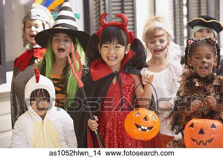 Halloween Gruppo.Gruppo Bambini Vestito Eleganza In Costumi Per Halloween Immagine