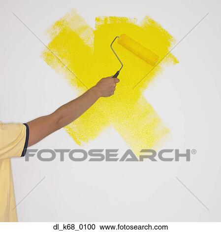 Stock Photography of Man painting wall with paint roller dl_k68_0100 ...