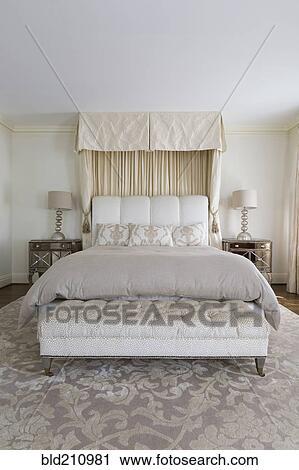 Stock Fotografie - bankje, en, bed, in, sierlijk, slaapkamer ...