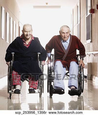 Archivio Immagini Uomini Anziani Da Corsa In Sedie