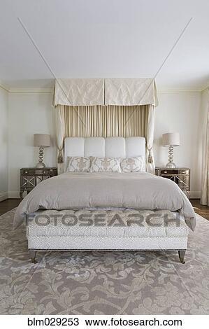Wonderlijk Bankje, en, bed, in, sierlijk, slaapkamer Stock Afbeelding EL-43