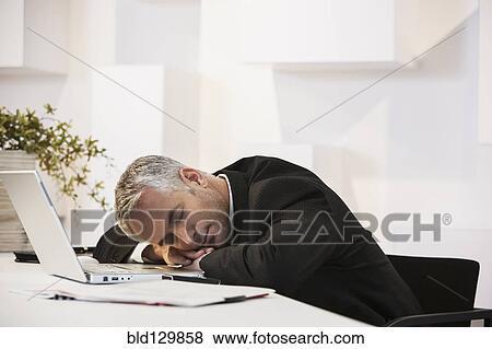 Images homme affaires dormir bureau dans bureau bld