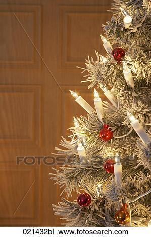 Immagini Natale Natura.Natura Morta Di Albero Natale Con Urente Lampade Archivio Immagini