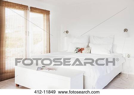 łóżko I ława W Biały Sypialnia Bank Zdjęć