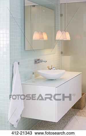 Stock Foto - zinken, spiegel, en, lampen, in, hippe, badkamer 412 ...