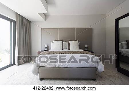 Moderne Blanc Et Beige Chambre A Coucher A Grand Lit Banque