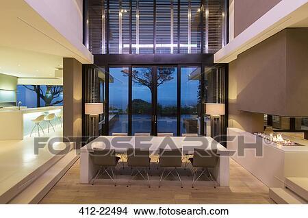 Moderno, sala da pranzo, con, caminetto, e, cucina, notte Immagine