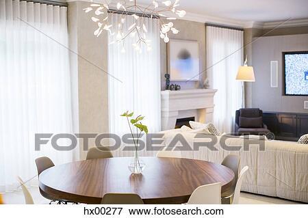 Anthurium Bouquet Sur Table Au Dessous Moderne Lustre Dans Salle Manger Banque De Photo