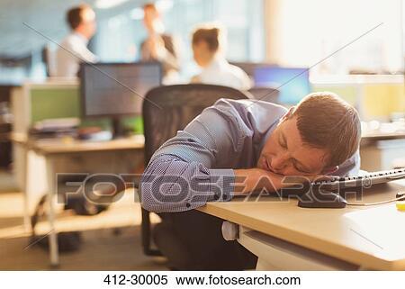 Banque d image homme affaires dormir bureau dans bureau
