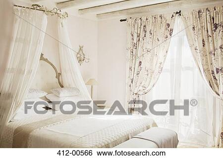 Archivio di Immagini - letto, con, baldacchino, in, lusso, camera ...