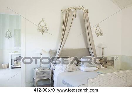 Archivio fotografico - letto, con, baldacchino, in, lusso, camera ...