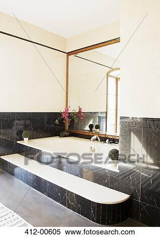 Schwarzer Marmor, Umgeben, Badewanne, In, Luxus, Badezimmer
