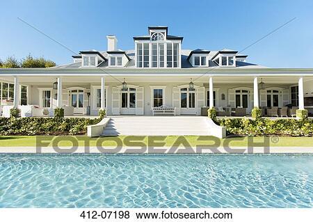 Bilder au en luxus haus und schwimmbad 412 07198 for Schwimmbad aussen