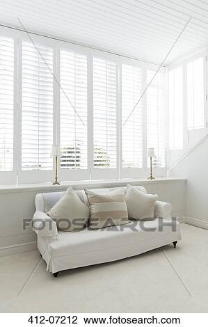 Archivio Fotografico - divano, in, bianco, soggiorno 412-07212 ...