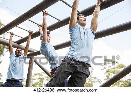 Klettergerüst Clipart : Stock bilder männer auf klettergeruest an stiefel lager 412