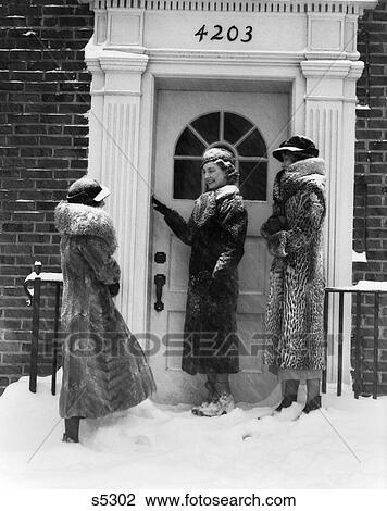 0cbe05633e 1930S 3 Women Fur Coats Ring Door Bell Front Door Brick Building Snow Wear  Hats Gloves Boots Fashion Visit Cold