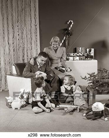 Pictures Of 1940s 1950s Family Opening Christmas Presents