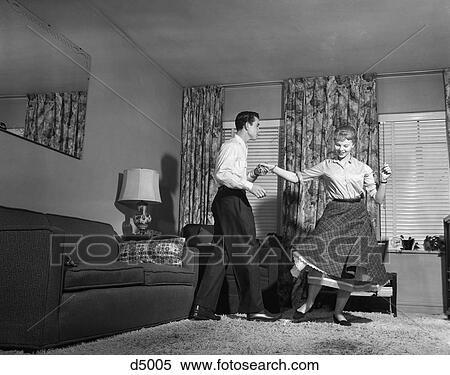 Stock bild 1950s jugendlich paare machen jitterbug for Wohnzimmer 1950