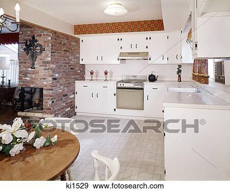 Banque de Photographies - 1960s, cuisine, intérieur, à, mur brique ...