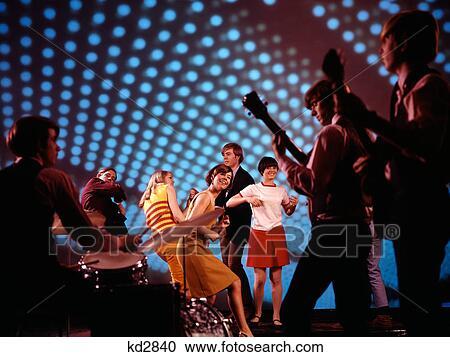 Archivio fotografico 1960s 1970s adolescenti ballo a