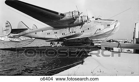 "BOEING 314 /'HONOLULU CLIPPER/' SEAPLANE AT DOCK LATE 1930/'S PHOTO ON 8x10/"" MATT"