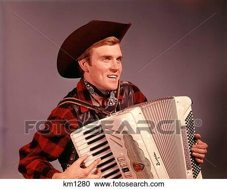 60258cf0ea7fe Stock Image - 1960s SMILING MAN WEARING COWBOY HAT PLAYING COUNTRY WESTERN  MUSIC ON AN ACCORDION