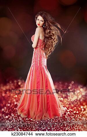 Como posar con un vestido largo