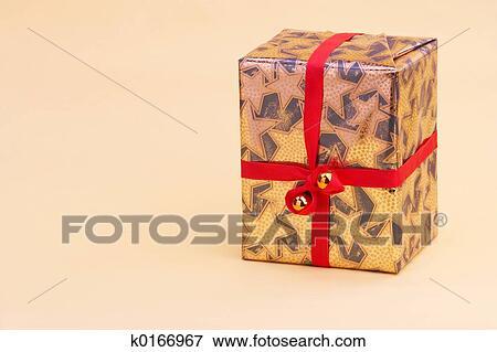 Bild Gold Postpaket Goldenes Geschenkpaket K0166967 Suche