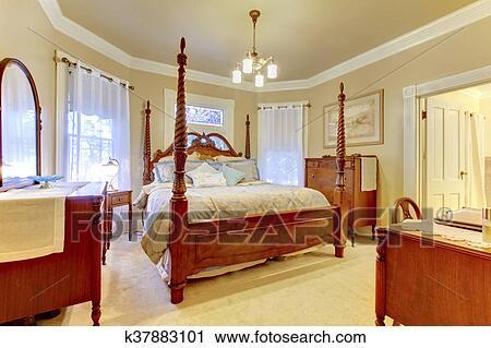 Luxus, schalfzimmer, mit, hoher, pfosten, geschnitzt, holz, bett,  nachttisch, und, eitelkeit, kabinett Stock Bild