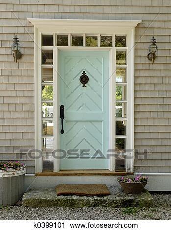 Eingangstür Landhaus stock fotografie - eingangstür k0399101 - suche stockfotos, fotos