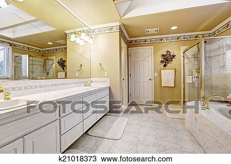 Wunderbar Spaciou, Luxus, Badezimmer, Innere, Mit, Weiß, Fliese Boden, Weiß,  Badezimmer, Eitelkeit, Kabinett, Glas Tür, Dusche, Und, Vollbad
