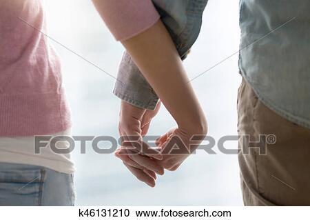 tenant la main dans la datation