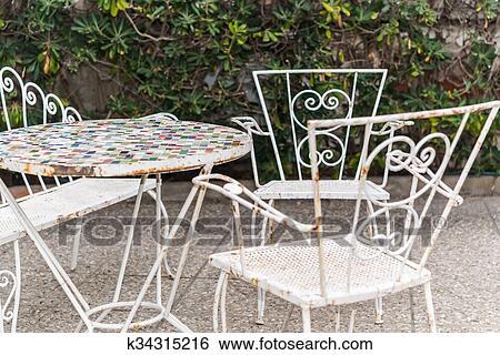 Antiquité, meubles jardin, mosaïque, table, et, chaise, vendange, style  Banque de Photographies