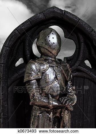 Dessin chevaliers armure k0673493 recherchez des cliparts des illustrations et des - Dessin armure ...