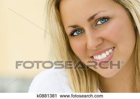 Stock Fotografie Weiße Zähne Blaue Augen K0881381 Suche