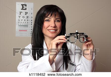 Banque de Photo - oculiste, à, procès, cadres k1118452 - Recherchez ... 905c81e11533