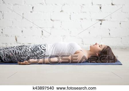 joven atractivo mujer en savasana postura blanco