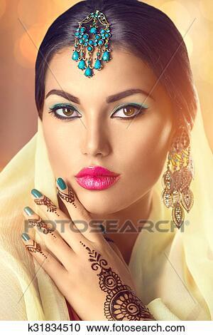 Banques De Photographies Beau Indien Femme Portrait Hindou