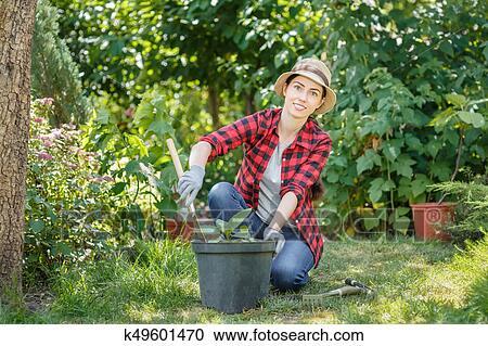 Banco de fotograf as mujer jardinero plantaci n for Jardinero en ingles