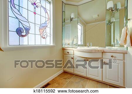 Bagno Beige Piccolo : Archivio fotografico riscaldare piccolo bagno con grandidea