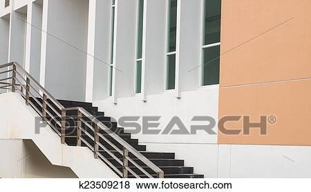 Images - moderne, noir, escalier, et, métal, rampe k23509218 ...