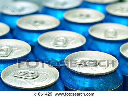 Kühlschrank Dosen : Stock fotograf bier dosen frisch von dass kühlschrank